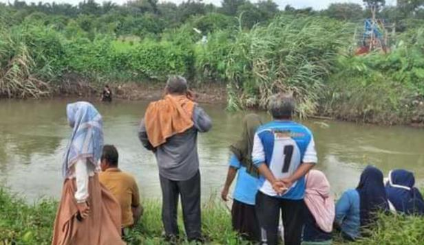 Kondisi di sekitar aliran Sungai Batang Sikabau, Kecamatan Koto Balingka