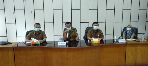 Pj Sekda Solsel Doni Rahmat Samulo, didampingi Kabag Prokomp Firdaus Firman, Kabag Pem Riri Thyson Kabid Informasi Wesi Saat Silaturahmi dengan Wartawan.