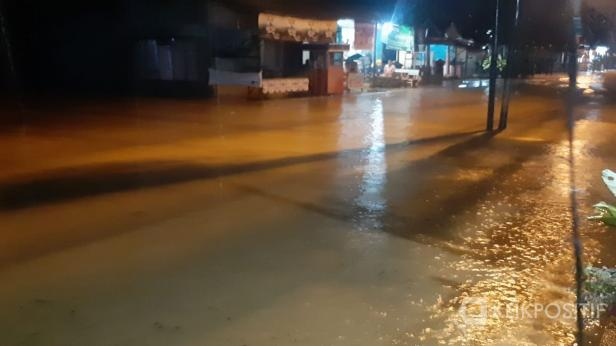 Air menggenangi daerah Jundul Rawang