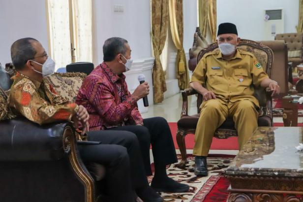 Gubernur Sumbar Mahyeldi Ansharullah saat menerima kunjungan ICMI