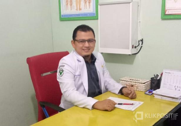 Ketua Ikatan Dokter Indonesia ( IDI ) cabang Pasaman Barat dr Heru Widyawarman, SpOT