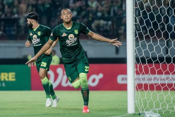 Hansamu Yama Pranata, usai cetak gol penyeimbang bagi Persebaya Surabaya saat melawan Persik Kediri