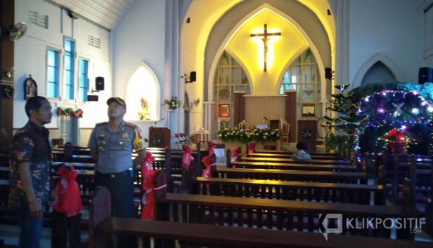Polres Payakumbuh, AKBP Dony Setiawan saat meninjau gereja jelang pelaksanaan Natal tahun lalu.