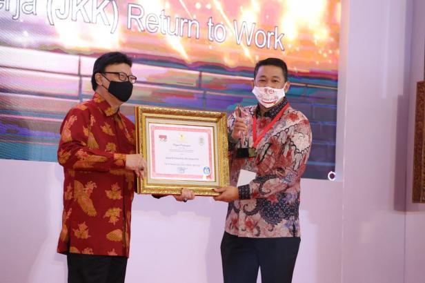 BPJAMSOSTEK kembali dianugerahi penghargaan oleh Kementerian Pemberdayaan Aparatur Negara dan Reformasi Birokrasi (Kemenpan RB) pada kegiatan Sinovik Award tahun 2020