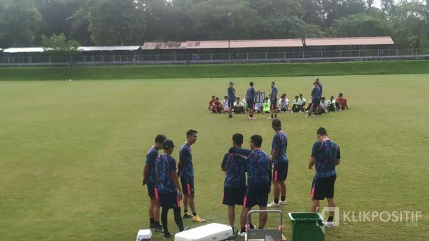 Timnas U-16 saat latihan pagi di Lapangan UII Yogyakarta