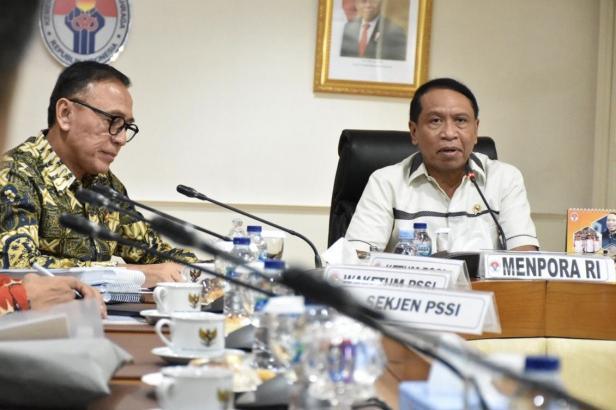 Ketua Umum PSSI Mochamad Iriawan bersama Menteri Pemuda dan Olahraga Zainudin Amali