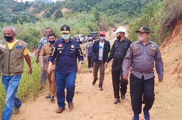 Nasrul Abit dan rombongan saat mengunjungi Garabak Data
