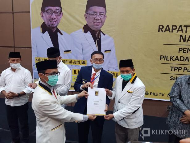 Penyerahan SK Kepala Bapaslon Kepala Daerah di Pilkada Serentak 2020 Sumbar