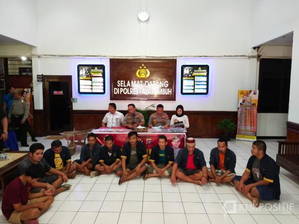 Konferensi pers penangkapan 11 tersangka sindikat pencurian ternak di Mapolres Payakumbuh, Rabu (12/2).