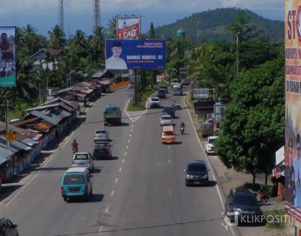 Salah satu iklan pasangan calon di Kota Padang