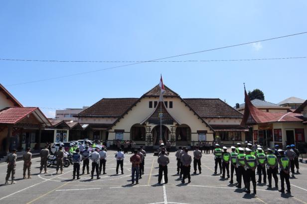 Apel gelar pasukan Operasi Patuh Singgalang 2021 di halaman Polres Bukittinggi, Jumat (17/09/2021)