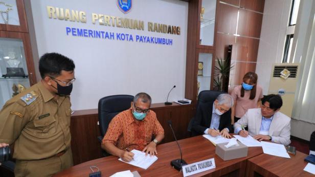 Penandatanganan MoU antara Pemko Payakumbuh dan investor asal Korea.