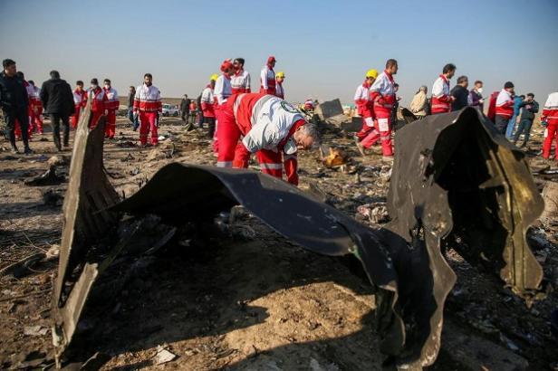 Pemerintah Iran mengumumkan tidak sengaja menembak jatuh pesawat Ukraine International Airlines Boeing 737-800