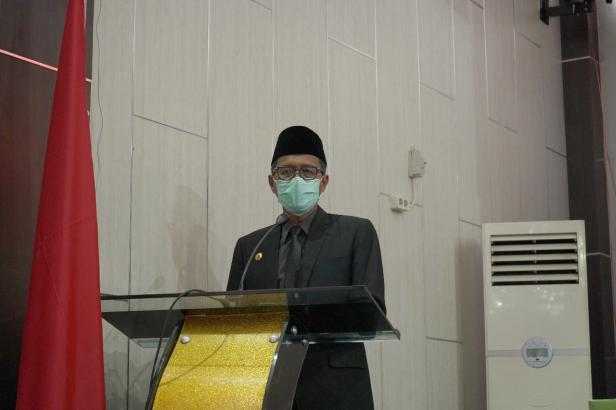 Gubernur Sumatera Barat Irwan Prayitno memberikan sambutan pada rapat paripurna istimewa peringatan hari jadi kabupaten Solok Selatan ke 17
