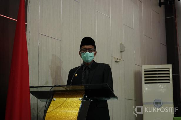 Gubernur Sumatera Barat Irwan Prayitno memberikan sambutan pada rapat paripurna istimewa DPRD Solsel dalam rangka peringatan hari jadi kabupaten Solok Selatan ke 17