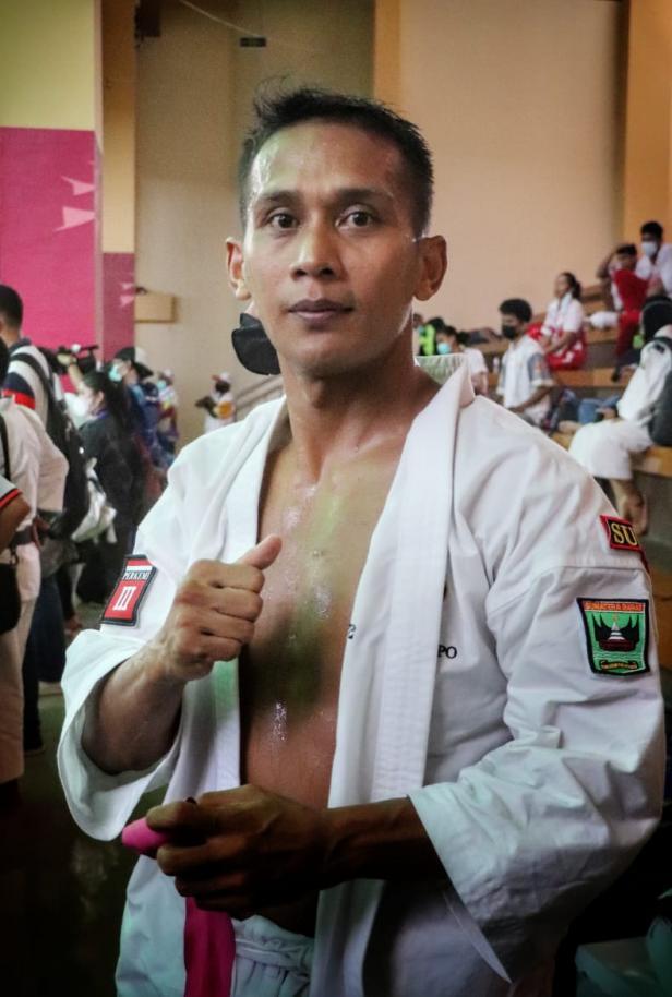 Ari Pramanto Kenshi asal Sumatera Barat yang bertanding pada nomor randori putra 70 kilogram pada PON XX Papua 2021 berhasil mempersembahkan satu medali emas di GOR STT Gidi, Kabupaten Jayapura, Rabu (13/10).
