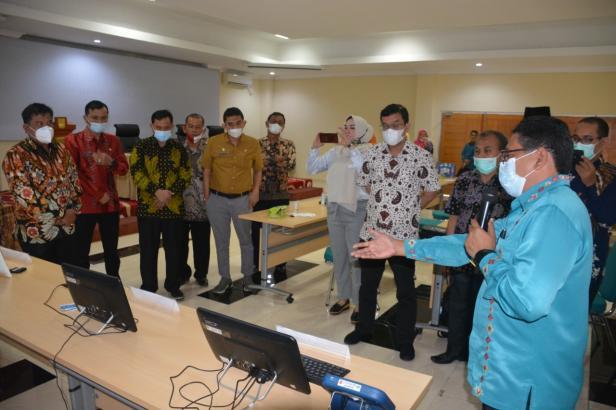 Pemkab melihat simulasi pelaksanaan pilwana E-Voting