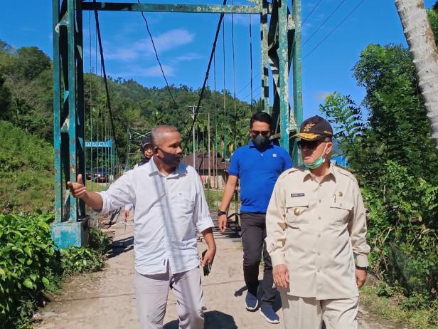 Wagub Sumbar Nasrul Abit mengungjungi jalan Langgai Pessel