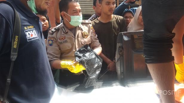 Jasad Bayi Malang Saat Dievakuasi Pihak Kepolisian
