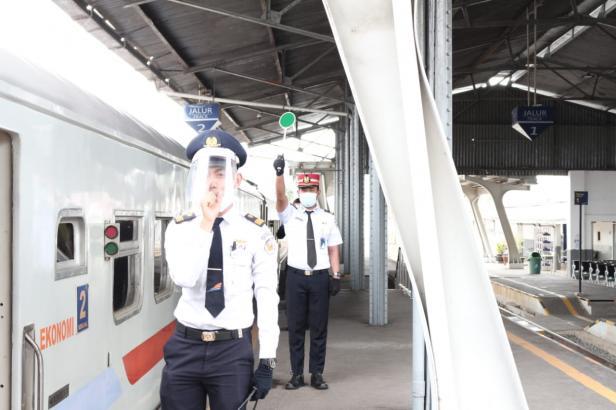 Petugas kereta api