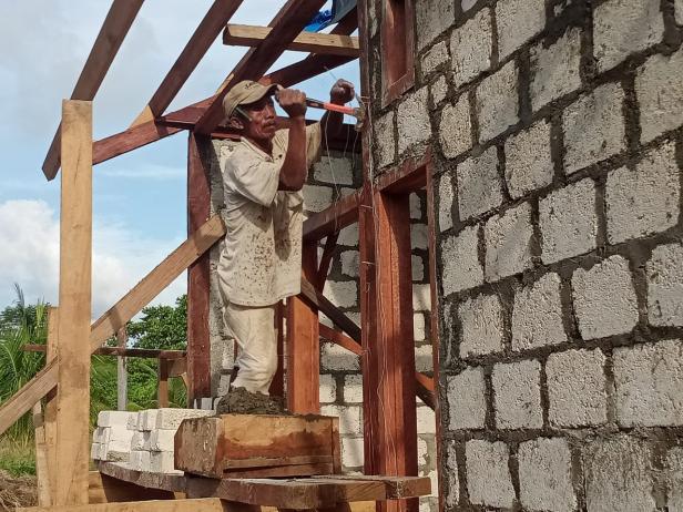Joseph, Tukang Profesional Kampung Dorba