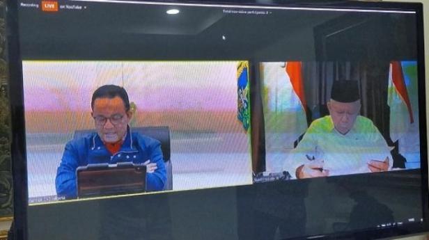 Gubernur DKI Jakarta Anies Baswedan melakukan teleconference bersama Wakil Presiden Ma'ruf Amin