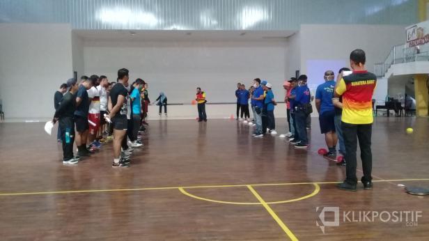 Tes fisik atlet di Sport Hall  H Agus Salim Padang