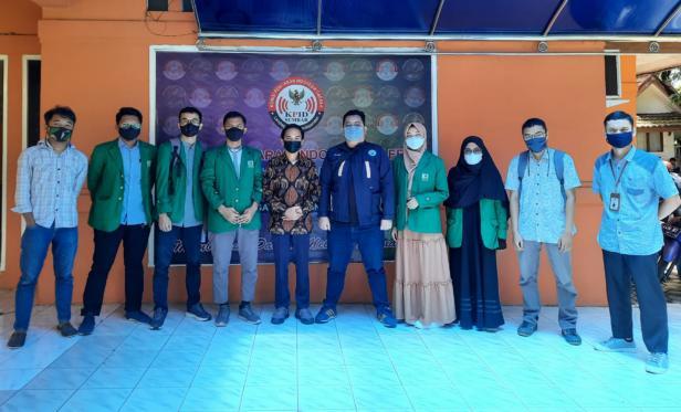Silaturrahmi dari BEM KM Unand ke kantor KPID Sumatera Barat, Jum'at (23/4).