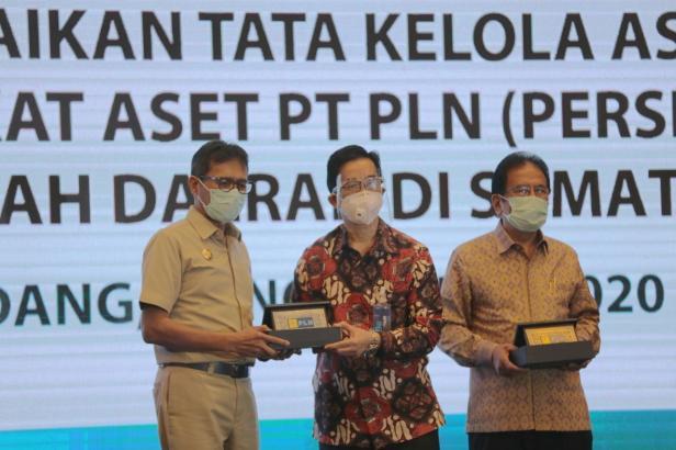 Rapat Koordinasi Perbaikan Tata Kelola Aset dan Penyerahan Sertifikat Tanah kepada PLN dan Pemerintah Daerah di Provinsi Sumatera Barat yang digelar di Hotel Gran Zuri, Padang, Selasa (24/11).