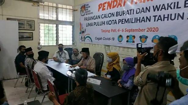 KPU Kabupaten Lima Puluh Kota menerima pendaftaran bakal calon perseorangan Ferizal Ridwan-Nurkhalis.