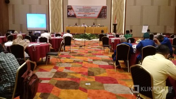 Sosialisasi pelaksanaan pemilihan serentak lanjutan, dalam kondisi bencana non alam (COVID-19) dan pelaksanaan kampanye pemilihan serentak tahun 2020 di salah satu hotel di Padang, Senin, 21 September 2020.