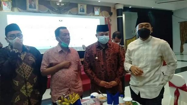 Wako Solok, H. Zul Elfian usai rapat koordinasi bersama Gubernur dan Wakil Gubernur Sumbar di Auditorium Gubernuran