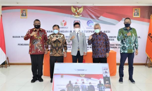 Foto bersama usai penandatanganan nota kesepakatan aksi di Jakarta