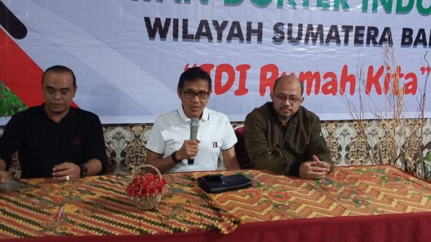Gubernur Sumbar Irwan dengan Pengurus IDI Sumbar