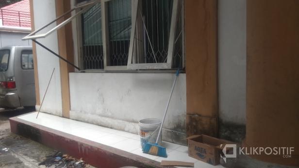 Kaca Jendela yang Dirusak OTK