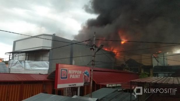 Kobaran Api yang Membubung Tinggi