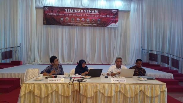 Seminar sejarah di Padang