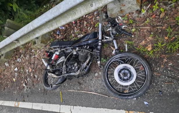 Rusak parah, salah satu sepeda motor yang terlibat kecelakaan di Nagari Tanjung Bingkung, Kabupaten Solok