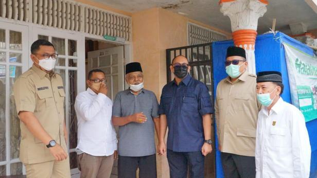 Anggota DPR RI Andre Rosiade bersama budayawan Minangkabau Mak Katik dalam pertemuan singkat di Singgalang, Kabupaten Tanahdatar, pekan lalu.