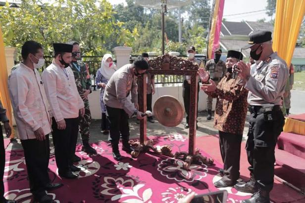 Kapolres Solok Kota, AKBP Ferry Suwandi mencanangkan kelurahan IX Korong sebagai Kampung Tangguh Covid-19