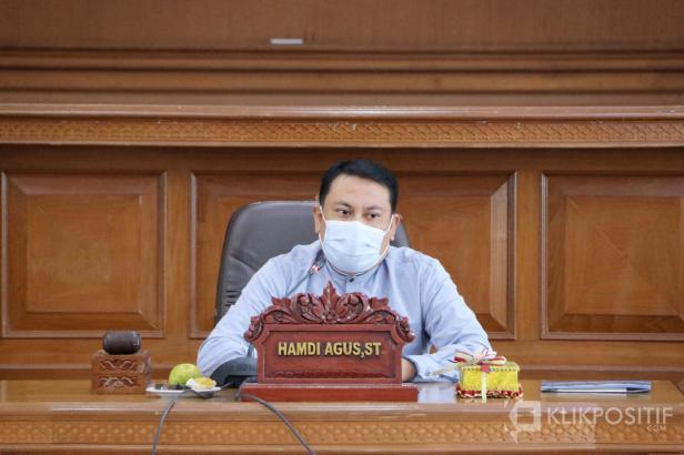 Ketua DPRD Payakumbuh Hamdi Agus saat memimpin sidang paripurna di Kantor DPRD Payakumbuh beberapa waktu lalu.