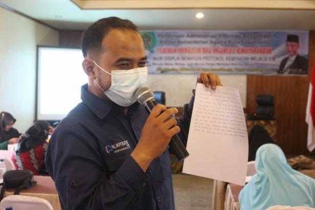 Jurnalis Klikpositif.com Muhammad Haikal saat memberi materi kepenulisan kepada peserta pelatihan