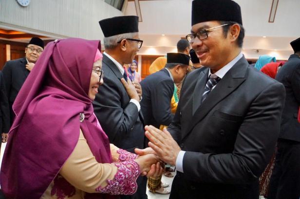 Kepala Perwakilan BKKBN Sumatera Barat Etna Estelita saat penandatanganan pakta integritas di Jakarta beberapa waktu lalu