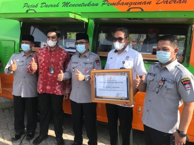 PLN UP3 Padang terima Piagam Penghargaan Kontribusi Pajak Daerah Terbesar Tahun 2020