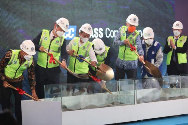 Groundbreaking PT KCC Glass Indonesia di Kawasan Industri Terpadu (KIT) Batang, Jawa Tengah (Jateng), Kamis (20/05/2021).