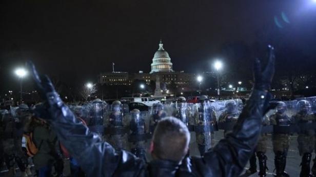 aksi demo pendukung Trump