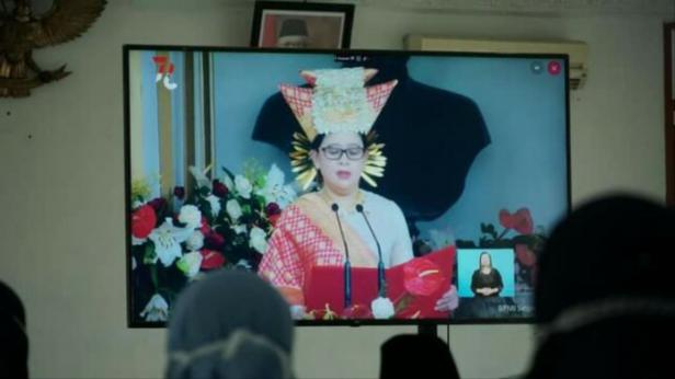 Ketua DPR RI Puan Maharani mengenakan baju adat Lintau Tanah Datar