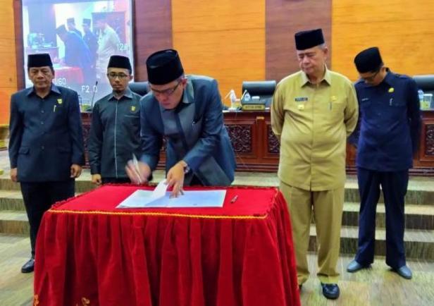 Dewan Perwakilan Rakyat Daerah (DPRD) bersama Pemerintah provinsi Sumatera Barat menyepakati perubahan Peraturan Daerah (Perda) nomor 1 tahun 2016 tentang Retribusi Jasa Usaha