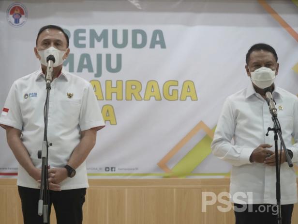 Ketum PSSI Mochammad Iriawan bersama Menpora Zainudin Amali