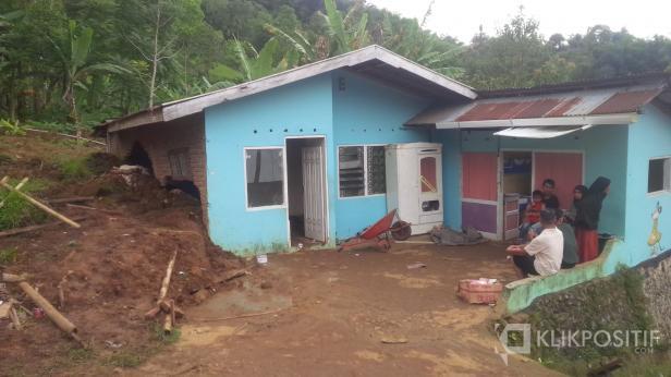Rumah Adriansyah yang Dihantam Longsor